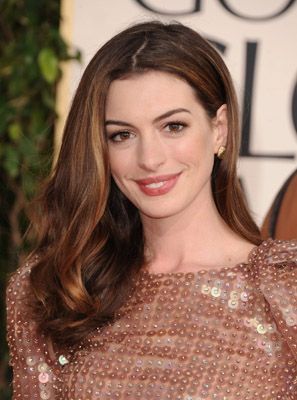 Anne Hathaway Gets Gorgeous at the Golden Globes with Chanel Beaute': Celebrity Beauty Breakdown