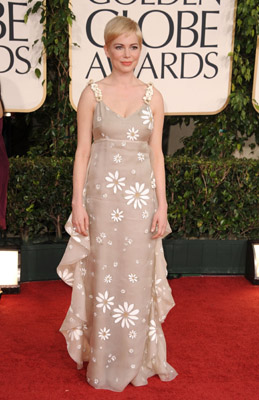 Michelle Williams & Mandy Moore  Compete in Golden Globes Celebrity Style Slam #5