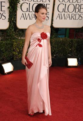 Who Wore It Better at the Golden Globes:Jennifer Love Hewitt or Natalie Portman?  Celebrity Style Slam #3