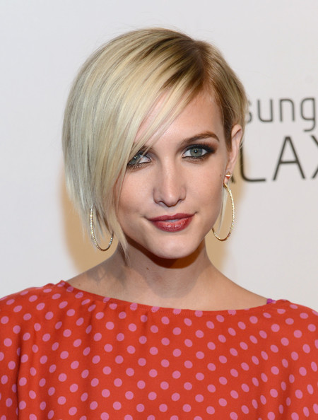 Ashlee+Simpson+Short+Hairstyles+Side+Parted+PG7uCBJD7Cil