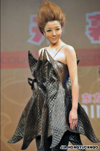 A tip-to-toe chocolate evening dress designed by Hsu Feng-Yu (许凤玉).