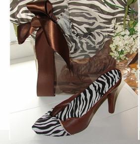 white-chocolate-zebra-print-high-heel-and-clear-purse