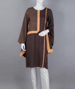 Exaggerated sleeves with block printing on the front and back along with a contrasting trim add a touch of subtle class to this brown top.