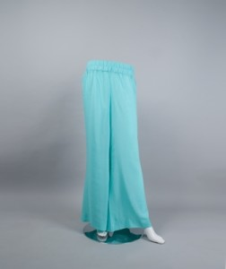 Palazzo pants tailored in light weight lawn.