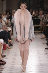 Pearl grey jacket with a powder pink fox collar with a pearl grey silk chiffon lining – Powder pink silk chiffon knotted cache coeur – Powder pink cotton jogging trousers