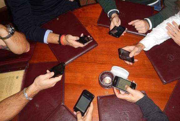 phones-613215_1280