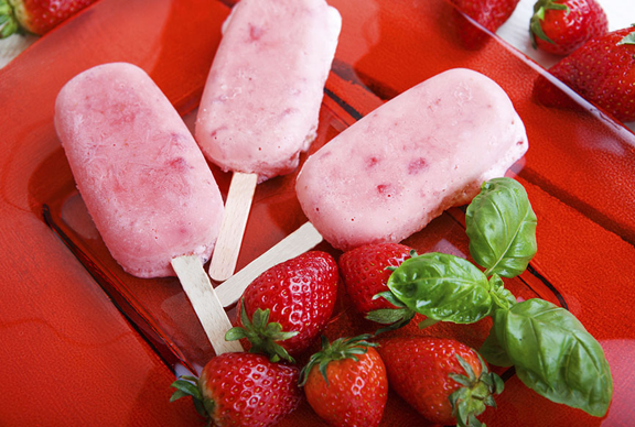 Strawberry_Moscato_Popsicle