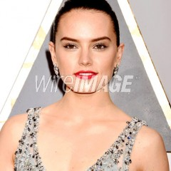 Secrets of the Red Carpet: Daisy Ridley  Has a French Glow Courtesy of Chanel Beaute', Leonor Greyl & Chanel Couture!