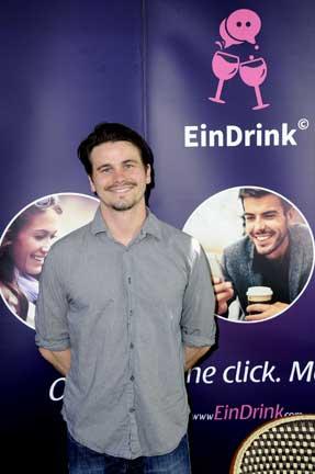 JASON-RITTER-WITH-EIN-DRINK