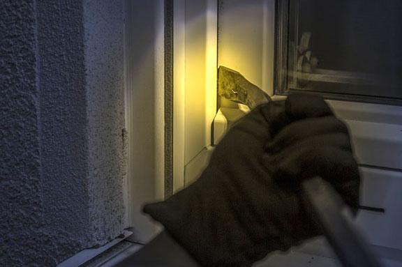 burglar-1678883_640