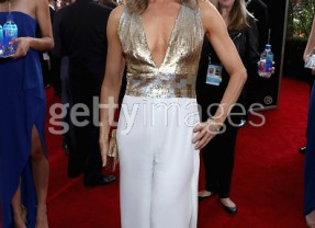 Get the Look: Golden Globes Glamour!  Felicity Huffman Looks Elegant and Super Sleek  Thanks to Shapewear!