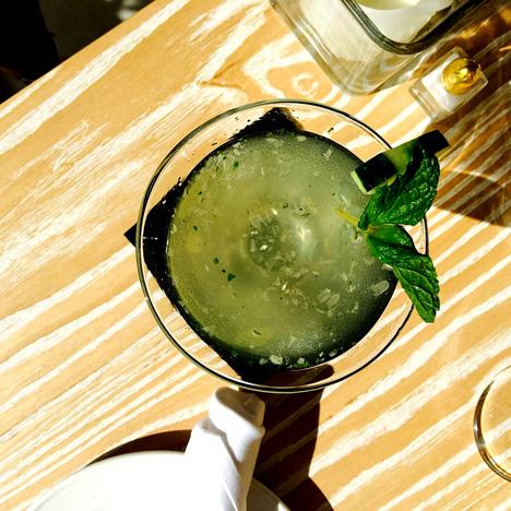 Arty-Martini-at-Serafina-Su