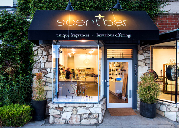 scen-bar-outside