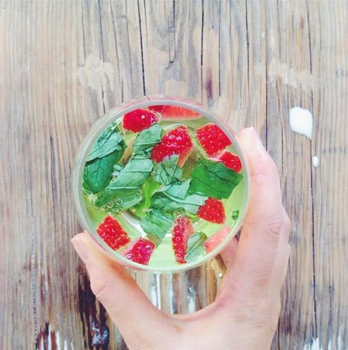 StrawberryMintSparklingWate