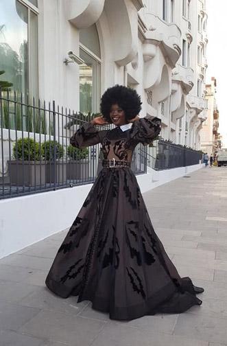 Model1-black-dress