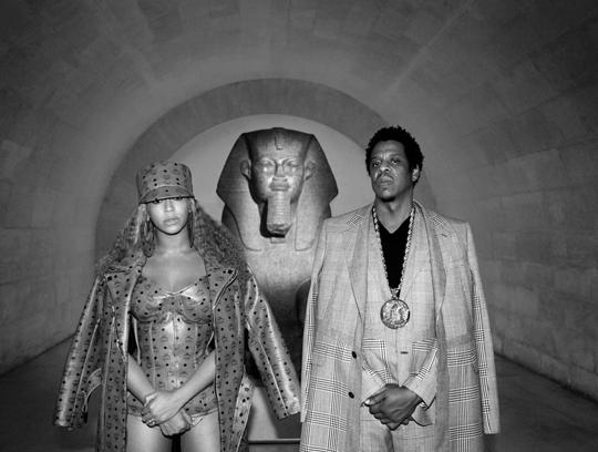 Beyonce-wears-custom-MCM-in